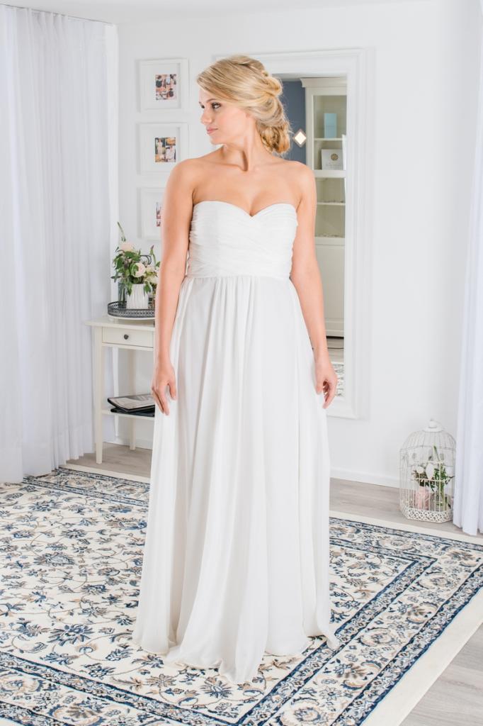 Hochzeitskleid für schwangere aus Chiffon ist perfekt für eine Strandhochzeit