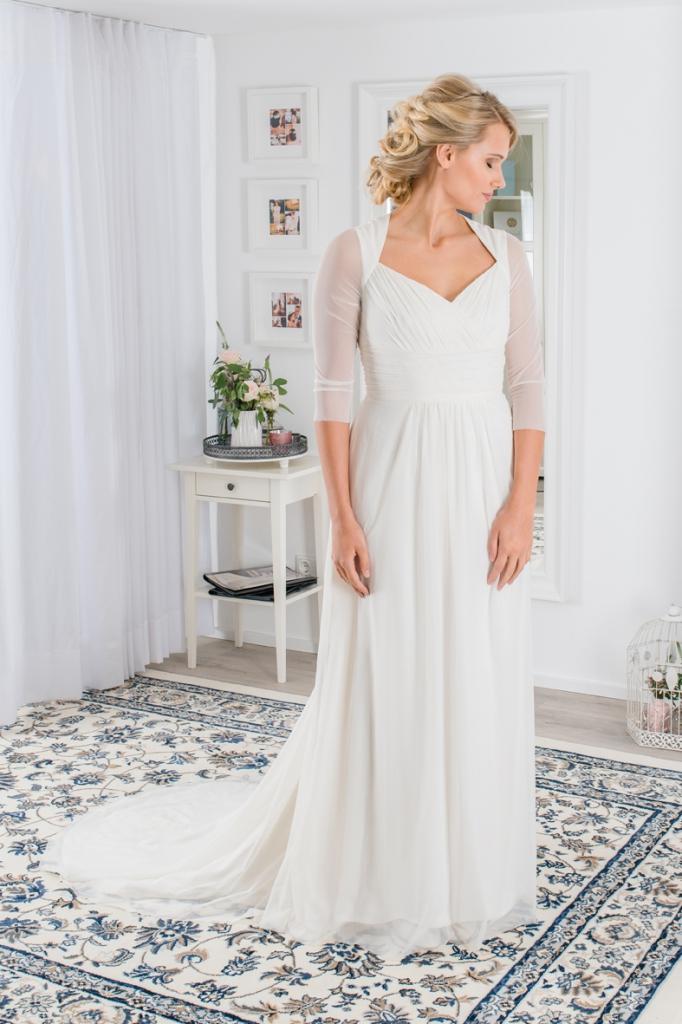 Brautkleid mit langen Ärmel, das besondere Hochzeitskleid mit ¾ Ärmel und Schleppe